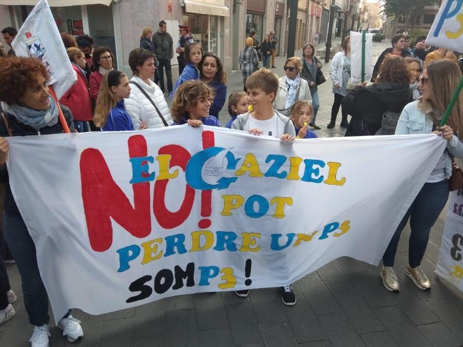 Mobilització contra el tancament d'una línia de P3 a Sant Feliu.