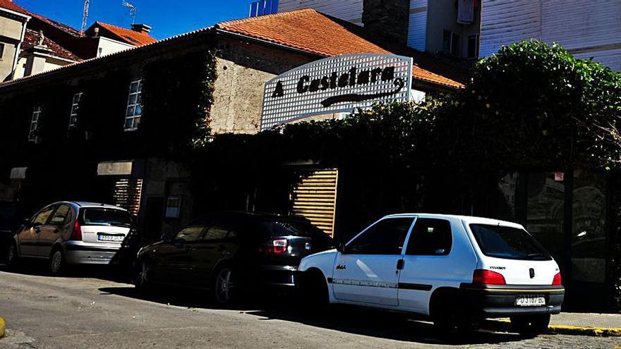El restaurante A Castelara asume el relevo del Loliña en Carril trasladándose a su local