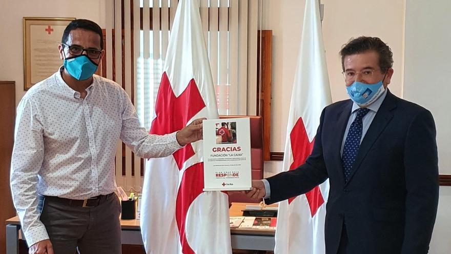 """Fundación """"la Caixa"""" y CaixaBank reciben el reconocimiento de Cruz Roja por su apoyo durante la crisis del coronavirus"""