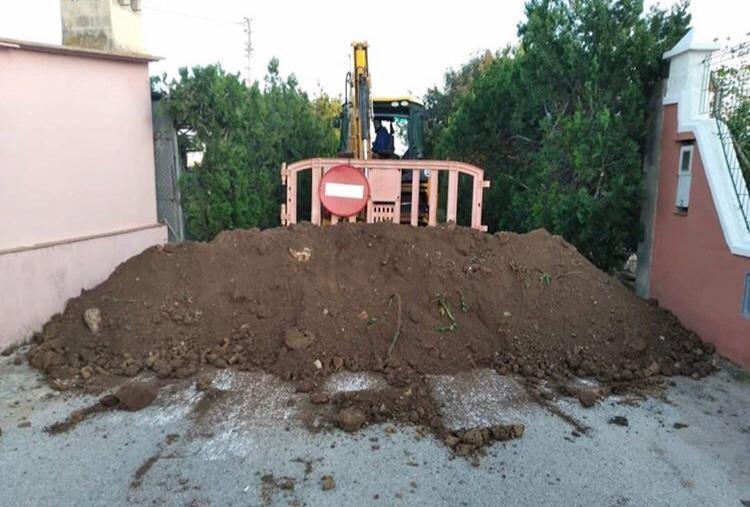 Xeraco se blinda con arena para evitar turistas