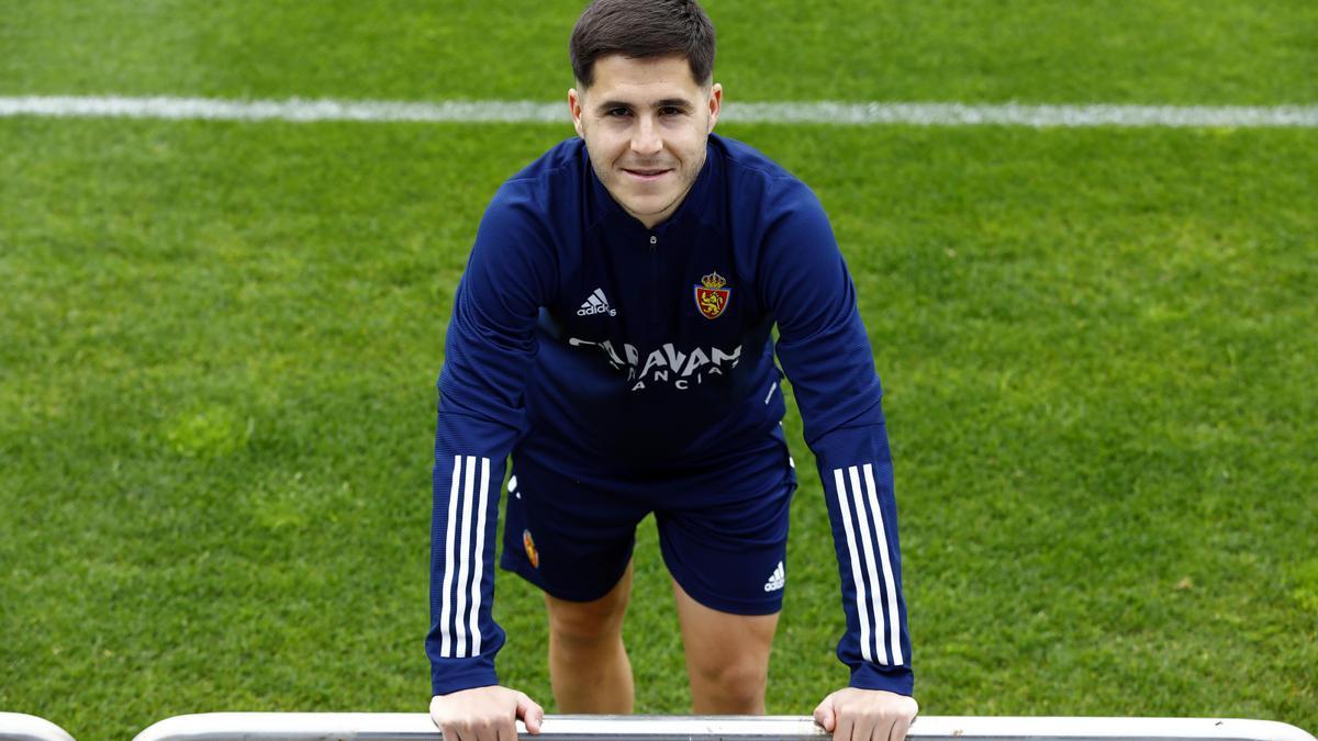 Álvaro Tejero posa para una entrevista antes de un entrenamiento en la Ciudad Deportiva.