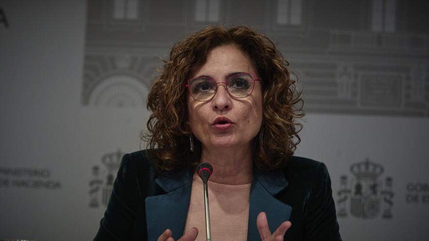 """Montero lamenta que PP, Vox y Cs se hayan """"autodescartado"""" de la negociación de los PGE"""