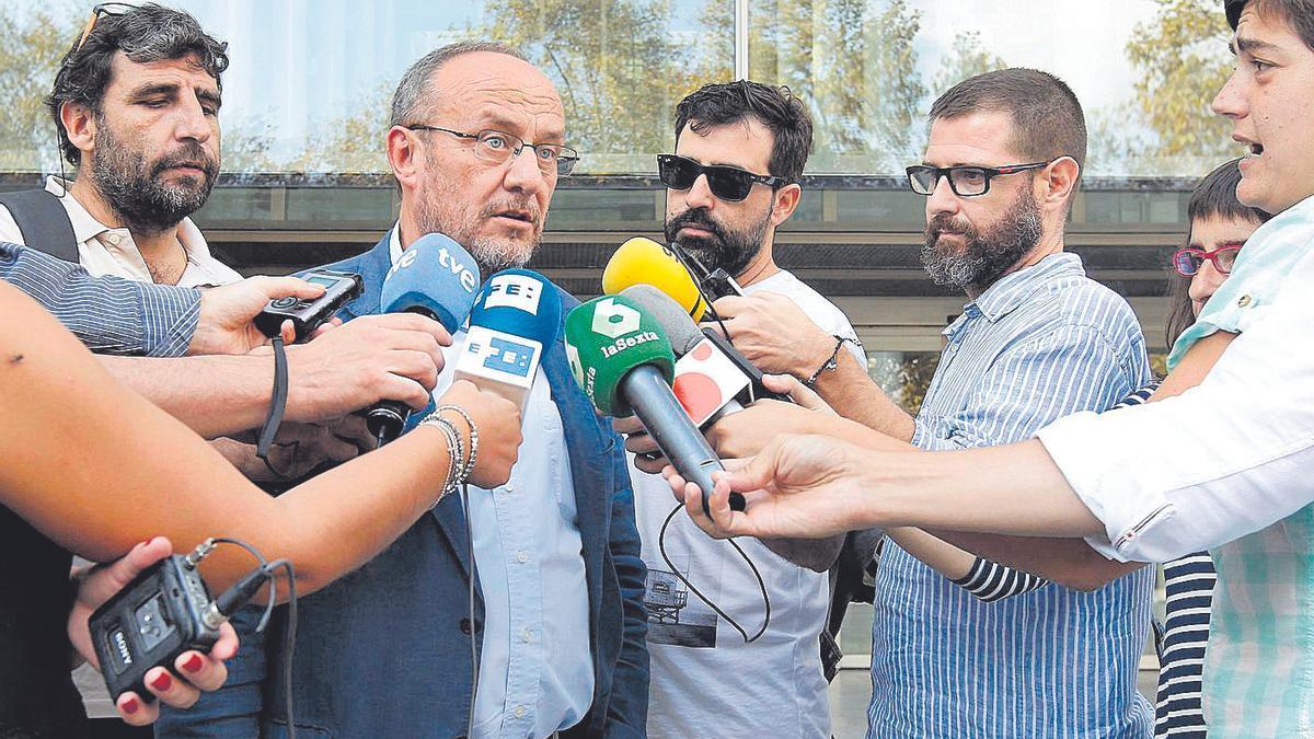 Rafael Rubio atiende a los periodistas tras declarar por el caso Taula.