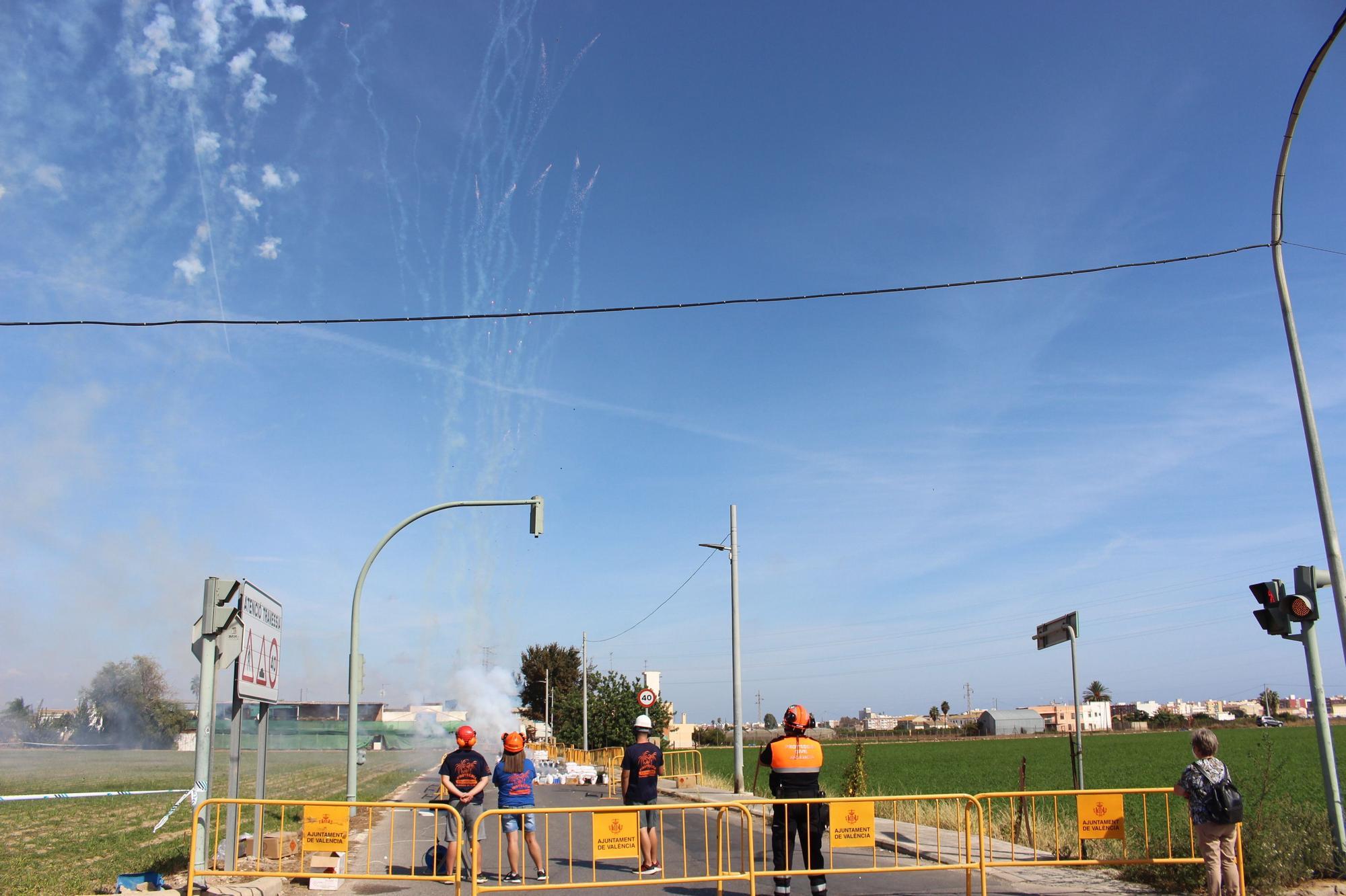 Mascletà descentralizada en Poble Nou con motivo del 9 d'Octubre