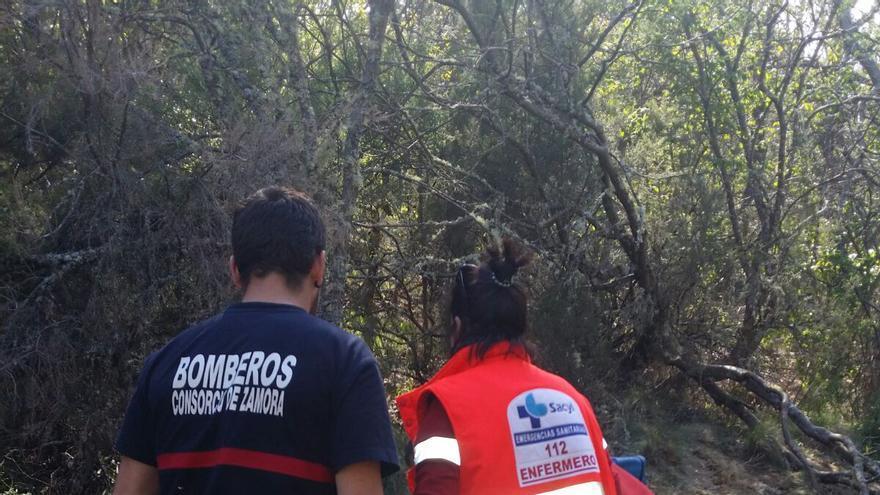 Guardia Civil y Bomberos rescatan de la cascada de Sotillo a una joven