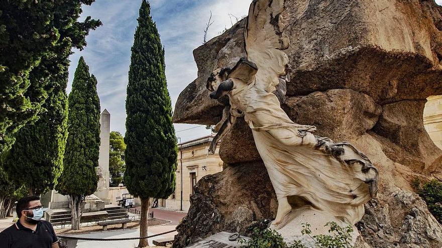 El cementerio de Alcoy: La ciudad de los vivos a través de la de los muertos