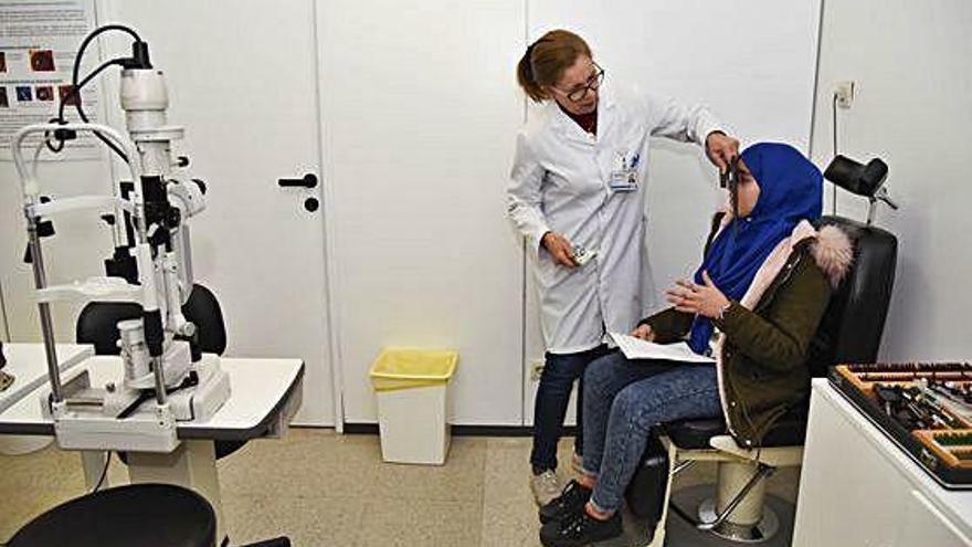 Tretze professionals d'oftalmologia atenen a Althaia nens de famílies amb pocs recursos