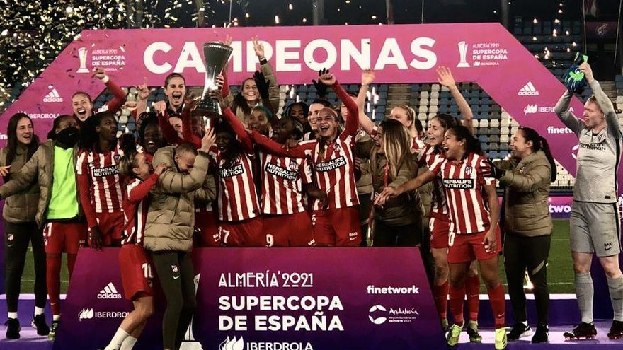 El Atlético femenino se hace con su primera Supercopa ante el Levante