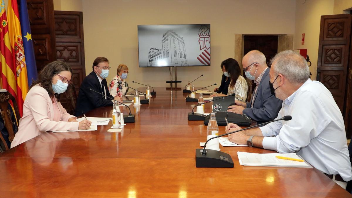 Reunión del comité de expertos del Provavac con el president y la vicrepresidenta de la Generalitat así como con la consellera de Sanidad.