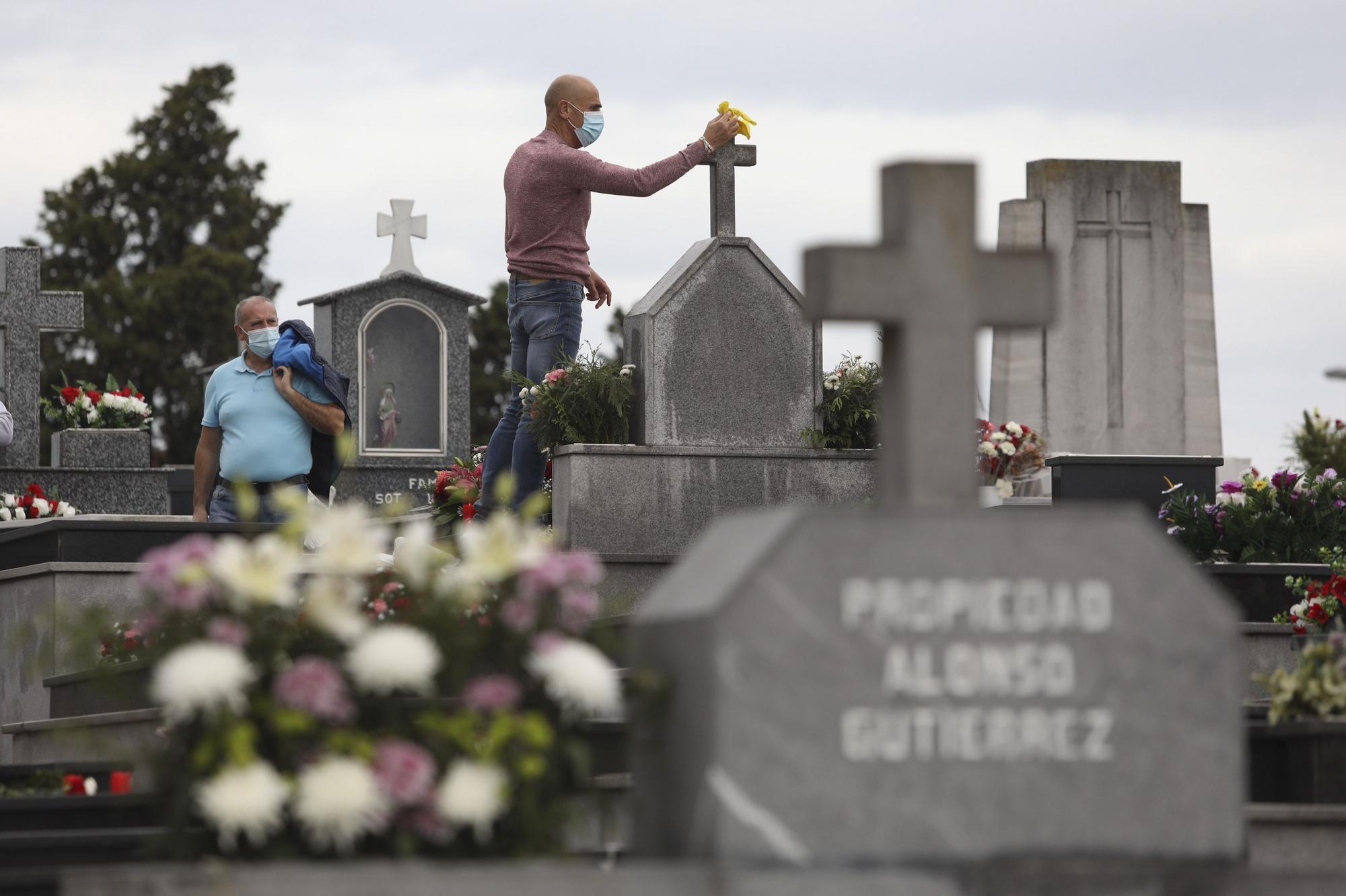 Día de difuntos en el cementerio de La Carriona