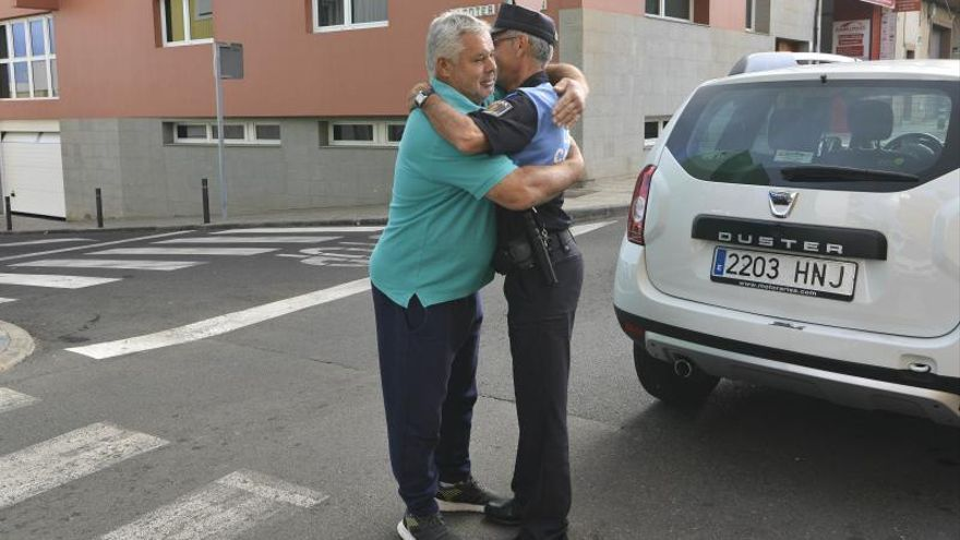 La simpatía de Pepe, policía de Gáldar, se hace viral