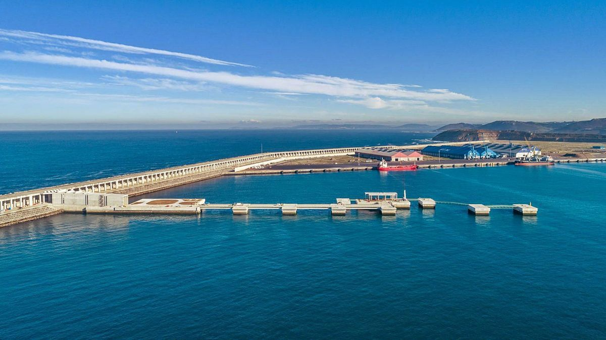 Instalaciones del puerto exterior en punta Langosteira.   | //LA OPINIÓN