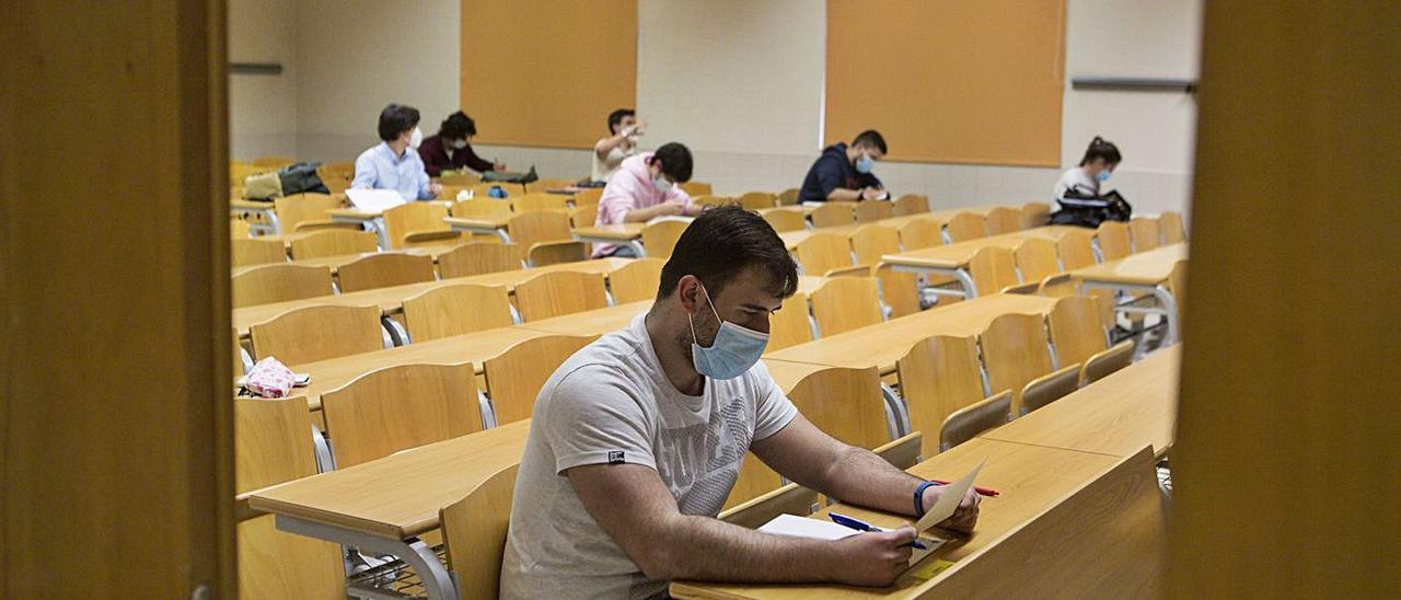 Alumnos en una de las aulas de la Escuela Politécnica de Mieres.   Fernando Rodríguez