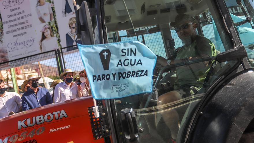 """Los agricultores de la Vega Baja protagonizan una histórica """"tractorada"""" en defensa del trasvase Tajo-Segura"""