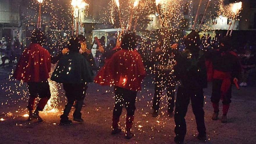Les colles festives d'Artés es bolquen en la celebració dels castellers del poble