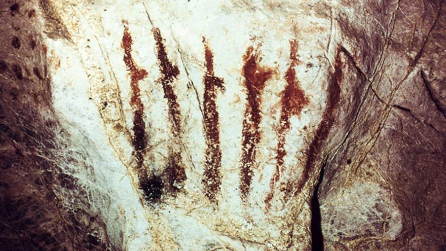 Denuncian vertidos de purines a la cueva prehistórica de El Pindal