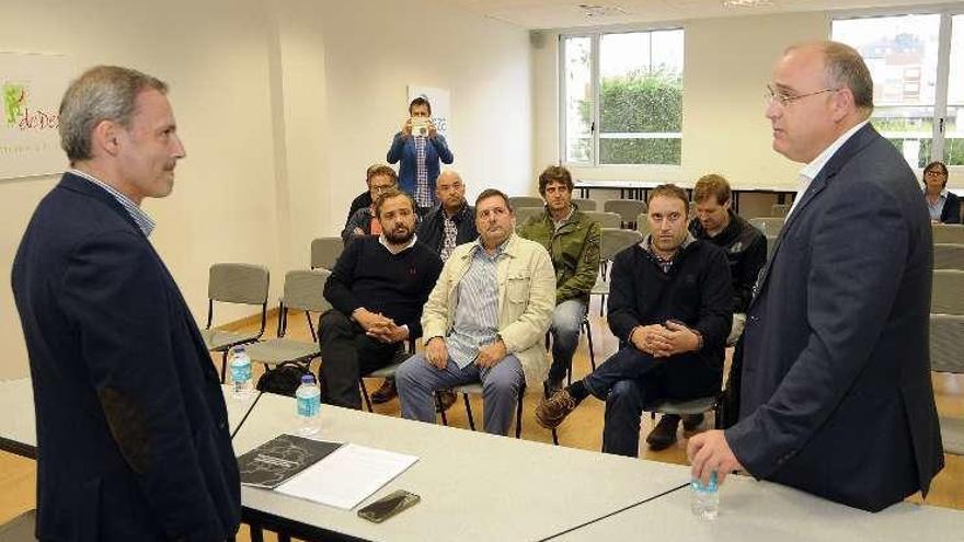 Xoán Bascuas propone en la AED la creación de una institución pública para el crédito empresarial