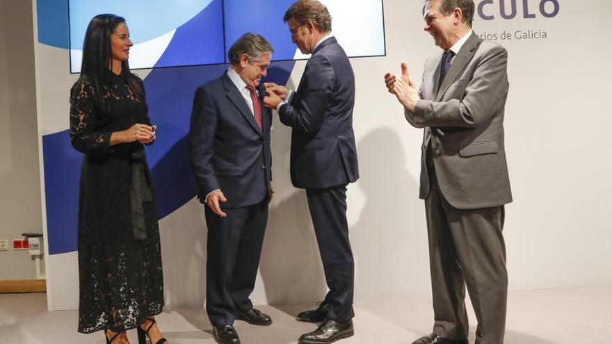 Feijóo impone a Juan Güell la Medalla de Oro del Círculo de Empresarios
