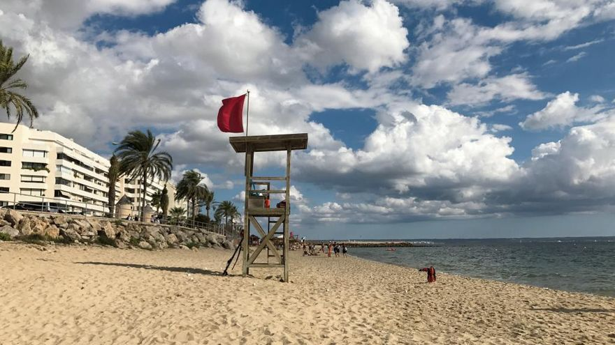 Las playas de Can Pere Antoni, Ciutat Jardí y Cala Major continúan cerradas tras el vertido de aguas residuales