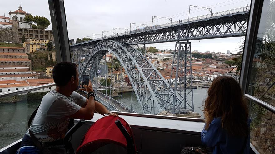Oporto limita el acceso a su puente más emblemático