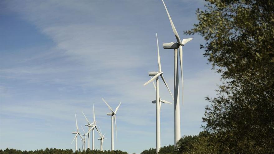 El Gobierno vuelve a subastar capacidad renovable en medio de la tensión con las grandes eléctricas
