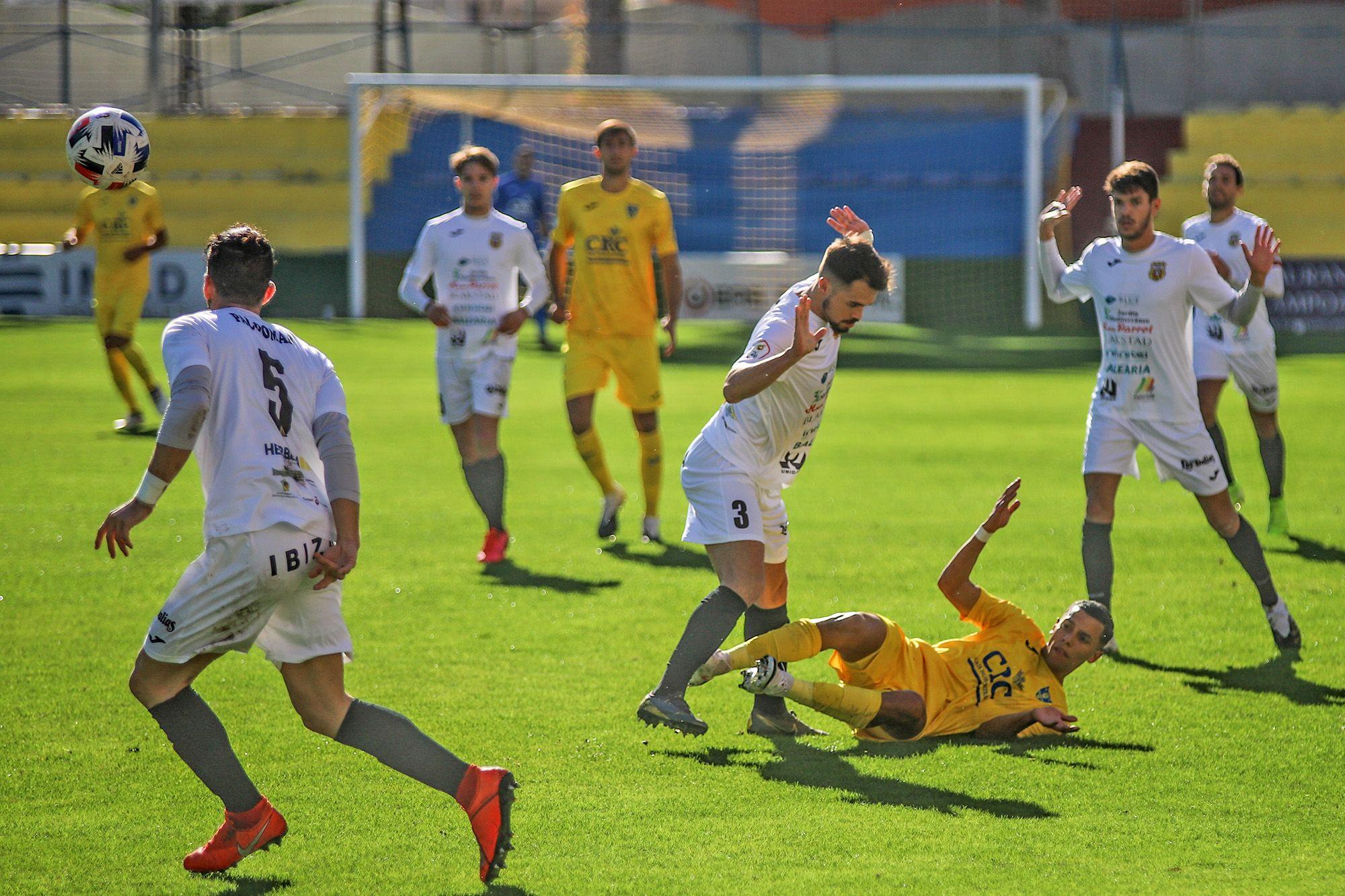 El Orihuela vence al Peña Deportiva y se sitúa tercero
