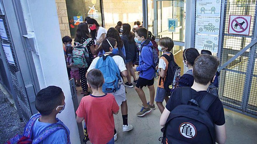 El Govern dibuixa l'opció d'una possible tornada a l'escola sense mascareta