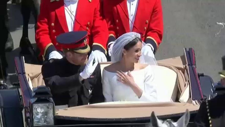 """Harry y Meghan dan """"un paso atrás"""" como miembros de la Casa Real británica"""