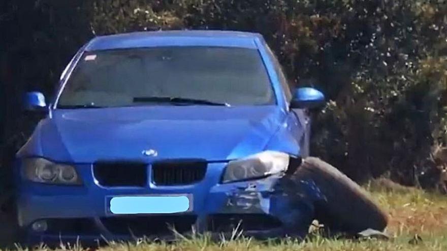 Un menor escapado de un centro roba el coche de los padres de su pareja y lo estrella en Lugo de Llanera