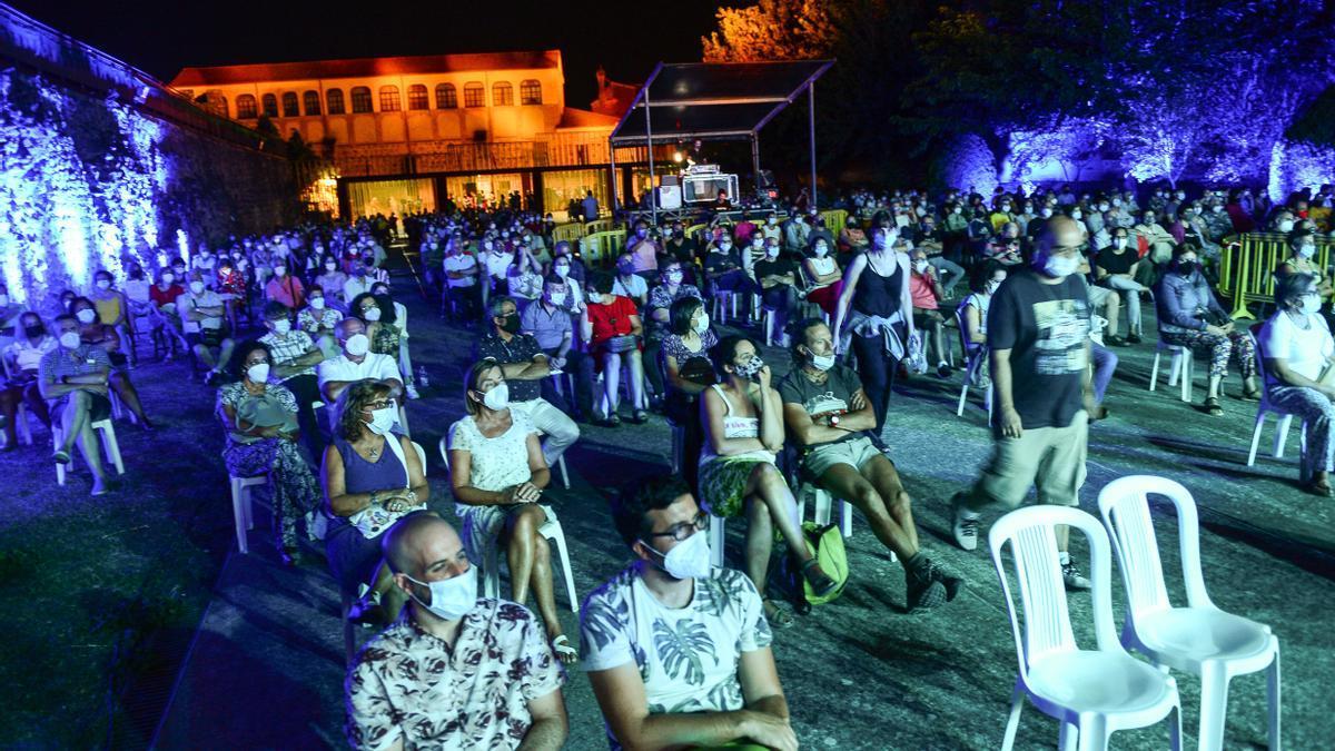 Asistentes al Festival Internacional Folk en Torre Lucía, que se recuperó este año para celebrar su XXV aniversario.