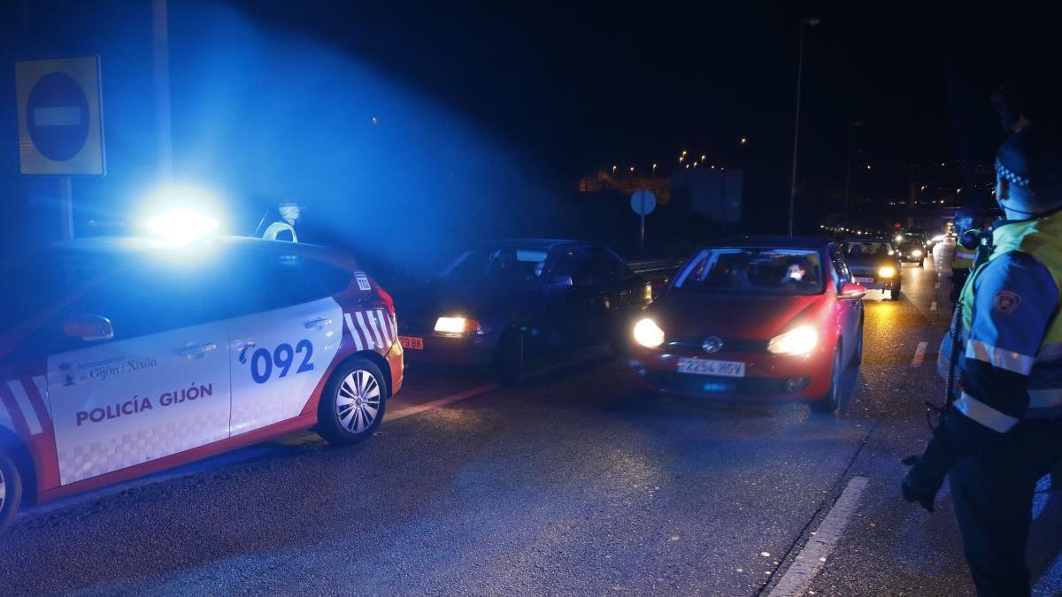 La Policía Local intensifica los controles a la salida de Gijón