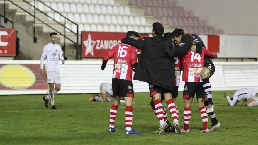El Zamora CF luchará por el ascenso a Segunda B en La Nueva Balastera