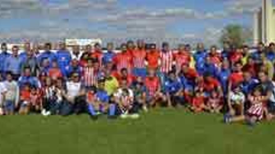 Gol al alzhéimer de los veteranos del Atlético de Madrid y CD Benavente