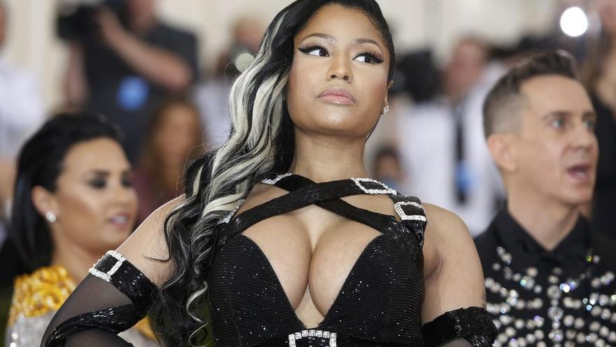 """Desmienten que la vacuna de la covid provocara """"testículos inflamados"""" como dijo Nicki Minaj"""