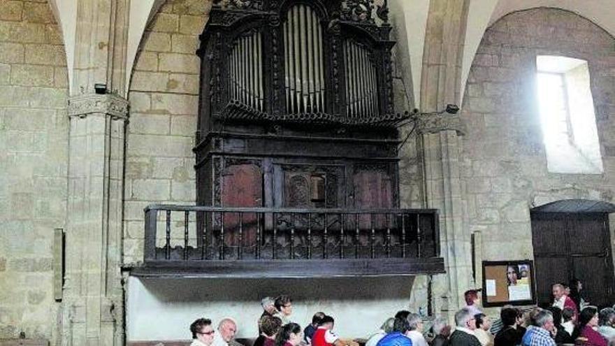 Órgano del Siglo XVIII que permanece mudo en la iglesia parroquial de Fermoselle.   José Luis Fernández