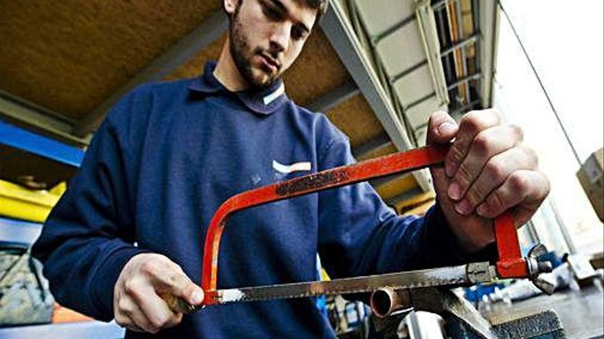 Un estudi estableix que set de cada deu menors de 25 anys a Catalunya treballen