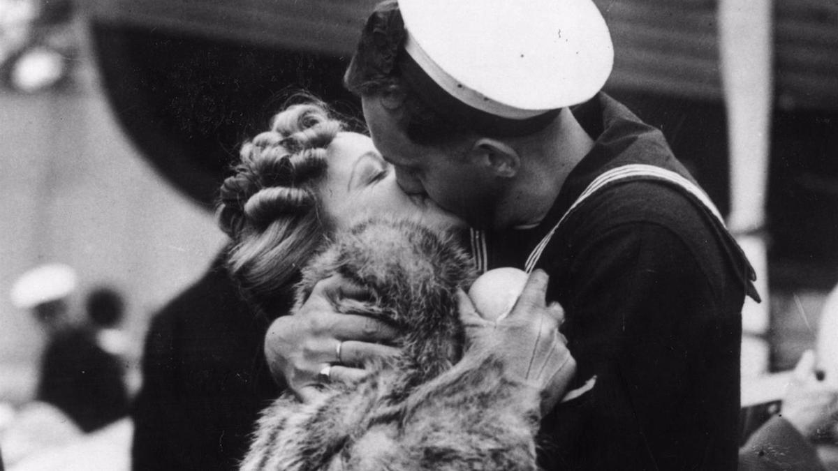 """""""Por un beso... yo no sé qué te diera por un beso"""", decía Bécquer."""