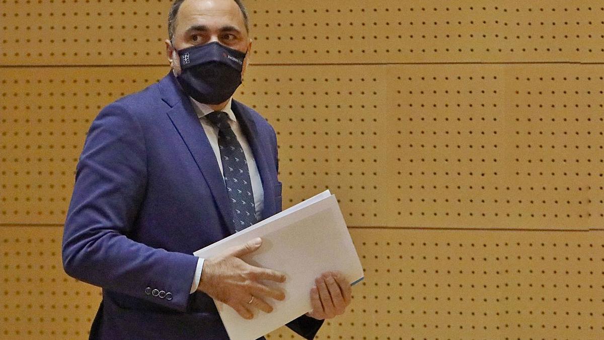 El conselleiro de Sanidade, Julio García Comesaña, ayer. |   // XOÁN ÁLVAREZ