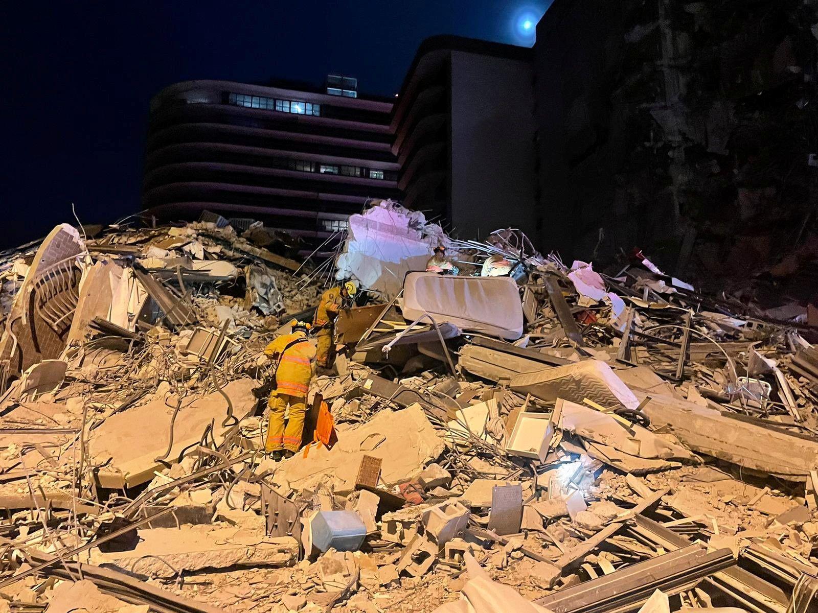 Espectacular derrumbe de un edificio en Miami