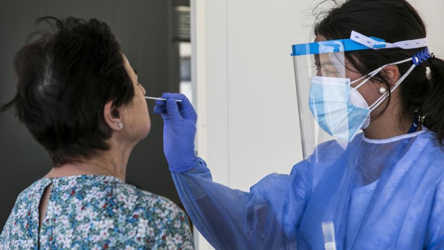 Los focos más agudos de la pandemia pasan del Gijón obrero al valle del Nalón