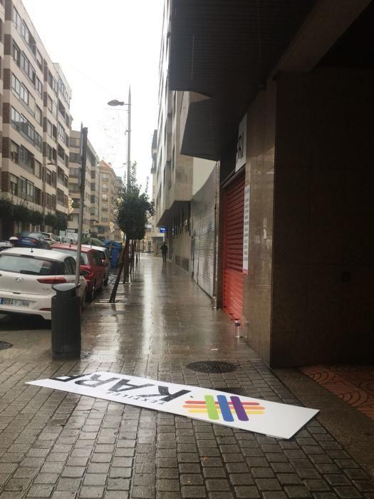 Rótulo arrancado en la calle Bolivia de Vigo.