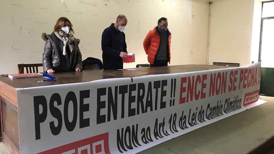 La plantilla de ENCE se moviliza contra una ley que amenaza con poner fin a la presencia de la pastera en la ría en 2033