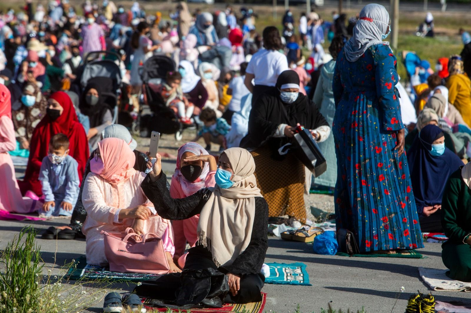 Más de 4.000 personas cierran el Ramadán con un rezo al aire libre en el recinto de Rabasa