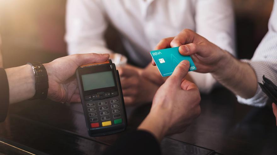 BBVA se suma al Black Friday y devolverá 15 euros a los nuevos clientes que realicen una compra con la tarjeta Aqua
