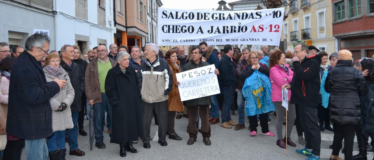 Protesta para reivindicar el corredor del Navia, en una imagen de archivo