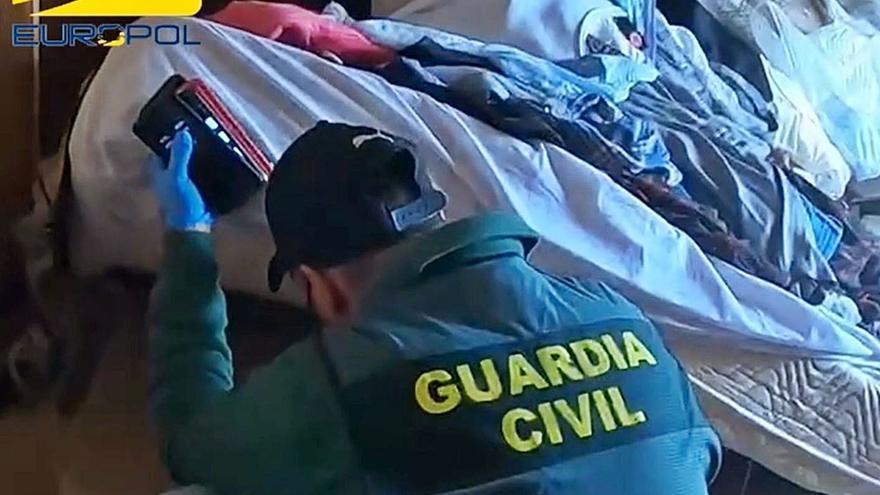 Un «arrepentido» delató a la red de estafas inmobiliarias y billetes falsos de 500 euros en Santa Pola