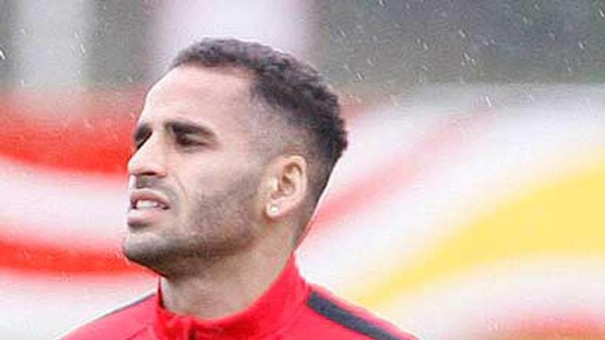 Douglas vuelve a ser futbolista en el Sporting