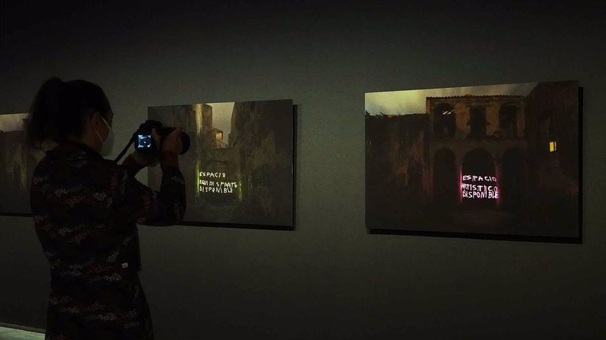 Jesús Marín muestra en el Rectorado la exposición 'Memoria de luz sólida. Gramáticas del lugar'