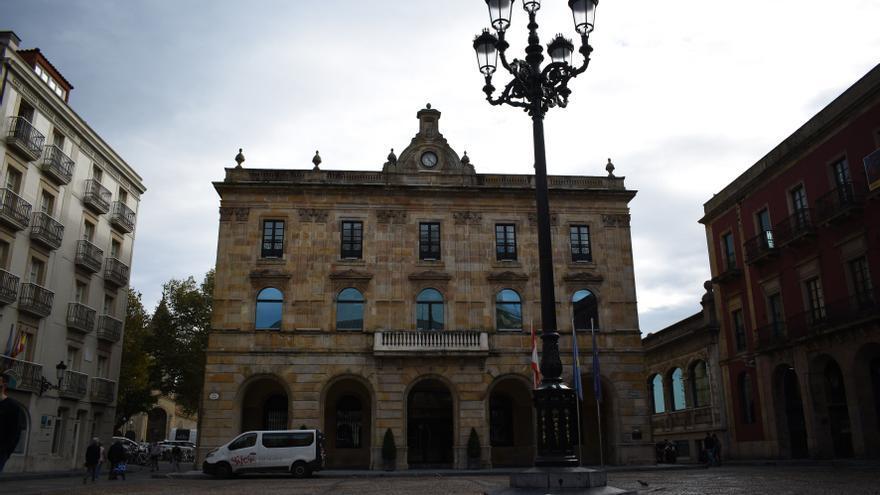Gijón destinará 2.5 millones de euros a ayudas directas y bonos para los negocios afectados por el covid-19