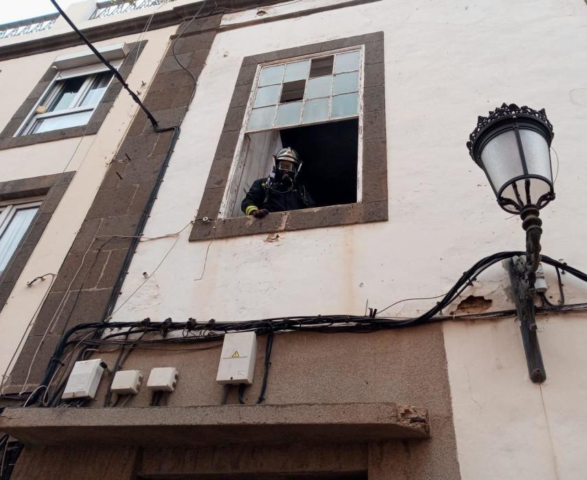 Incendio en la calle Malteses de Las Palmas de G.C